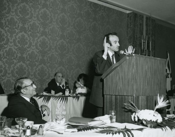 Max Fisher looks on as Elie Wiesel speaks at the 39th General Assembly of the Council of Jewish Federations.