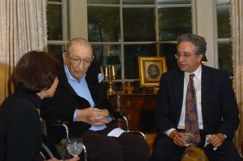 Max Fisher with Robert Aronson and Penny Blumenstein, both of the Jewish Federation of Metropolitan Detroit, at the Fisher Meeting in 2004.