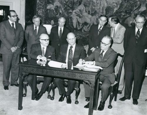 Contract signed between the US State Department and the United Israel Appeal