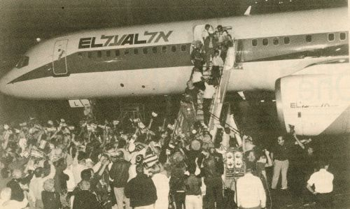 Soviet Jews land in Tel Aviv